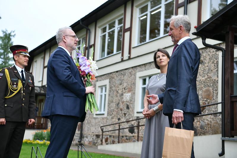 Latvijas Valsts prezidents Egils Levits viesojas Jaunpiebalgas Mūzikas un mākslas skolā.